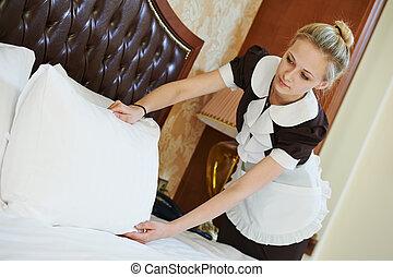 femme chambre, femme, à, hôtel, service