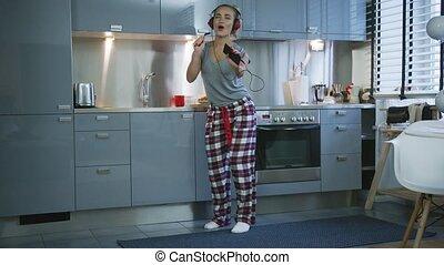 femme, chant, cuisine, danse