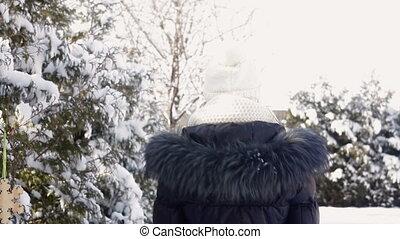 femme, chapeau, promenades, blanc