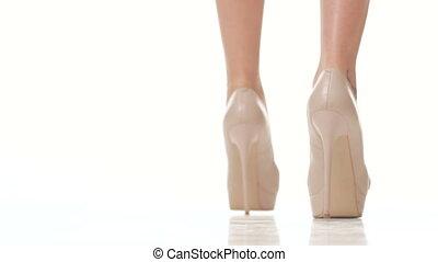 femme, chaussures, élevé, arrière-plan beige, promenades, ...