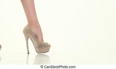 femme, chaussures, élevé, beige, promenades, talon