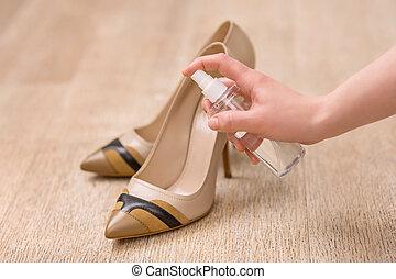 femme, chaussures, elle, prendre, bon, soin