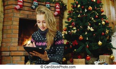 femme, cheminée, tablette