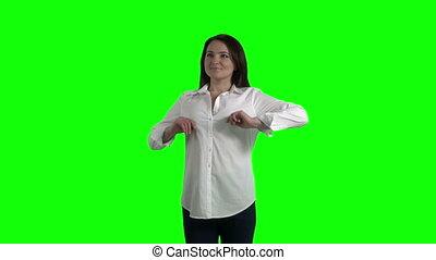 femme, chemise, elle, écran, tendre arme, contre, blanc vert