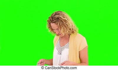 femme, cheveux bouclés, achat vêt