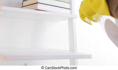 femme, chiffon, étagère, nettoyage, poussière, maison