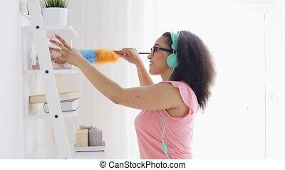 femme, chiffon, nettoyage, africaine, maison, heureux