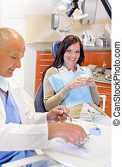 femme, chirurgie, dentiste, patient
