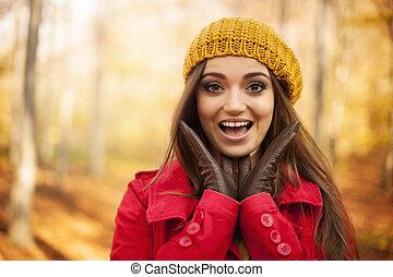 femme, choqué, portrait, automne, vêtements