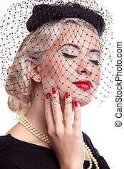 femme, clair, sur, haut, faire, chapeau, blonds, rouges, clous, blanc