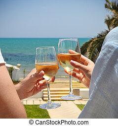femme, clanging, homme, blanc, lunettes, vin