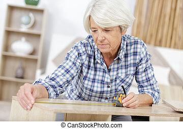 femme, classe, charpenterie