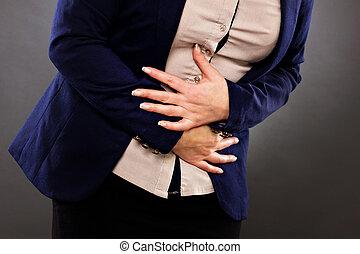 femme closeup, estomac, questions