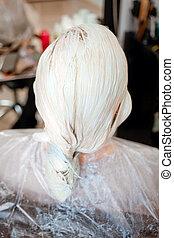 femme, coloration, cheveux, il, processus, obtient, proces, coloration, couleur, processus, nouveau
