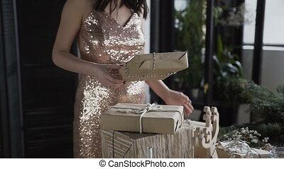 femme, conception, famille, pregnant, holidays., boîtes, année, dons, year., pregnancy., nouveau, marques, noël, tassé