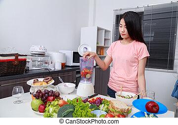 femme, confection, légume, smoothies, à, mixer, dans, cuisine