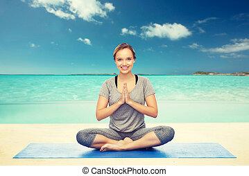 femme yoga lotus bord mer dos méditation femme yoga
