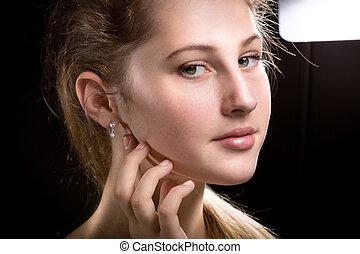 femme, contre, arrière-plan noir, portrait, fla, studio, blond