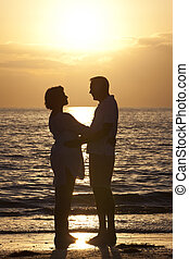 femme, &, coucher soleil couples, personne agee, plage, homme