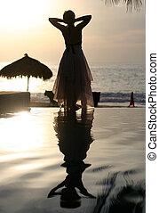 femme, coucher soleil