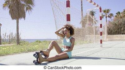 femme, crise, jeune, poser, patins, rouleau