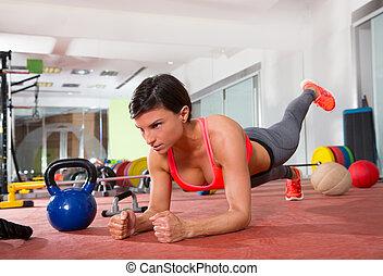 femme, crossfit, direct, fitness, poussée, augmente, exercice