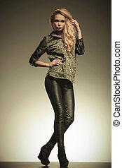 femme, cuir, jeune, mode, poser, blond, pantalon
