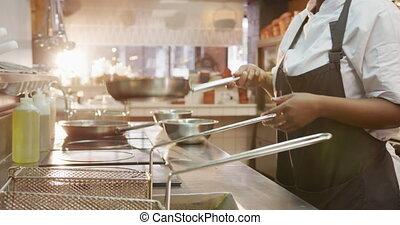 femme, cuisine, course, mélangé