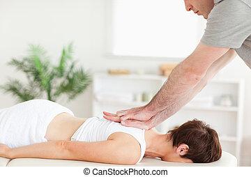 femme, customer's, masser arrière, masseur