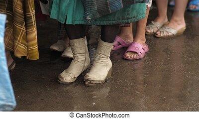 femme, déchiré, sdf, bottes