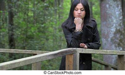 femme, déprimé, pont