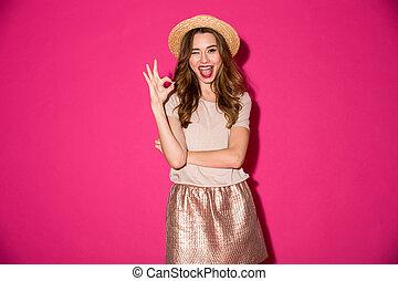 femme, d'accord, projection, jeune, gesture., chapeau, excité