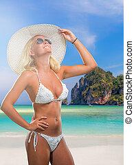 femme, dans, bikini, plage