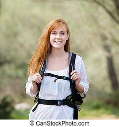 femme, dehors, jeune, randonnée, rucksack