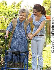 femme, dehors, personne agee