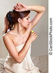 femme, demande, antiperspirant