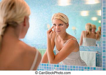femme, demande, beauté, jeune, lotion, femme, maison, figure