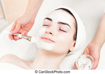 femme, demande, masque beauté, salon, jeune, facial