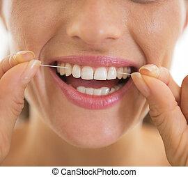femme, dentaire, jeune, soie,  closeup, utilisation