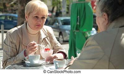 femme, dessert, manger, amis