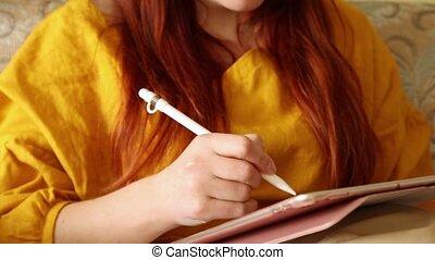 femme, dessiner, jeune, tablet.