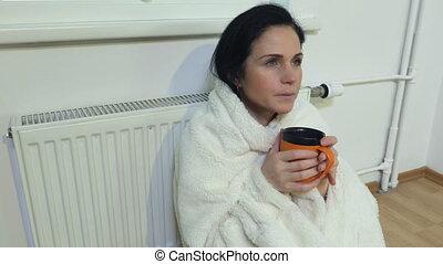 femme, devant, radiateur, thé, assied, boisson, plaid