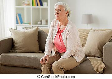 femme, douleur, jambe, souffrance, maison, personne agee