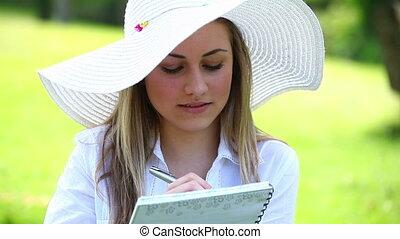 femme, elle, écriture, cahier, blond, heureux