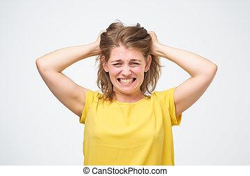 femme, elle, bruyant, fâché, cheveux, frustré, traction, portrait, crier, dehors