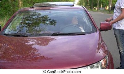 femme, elle, cassé, voiture, countryside., portion, milieu, homme