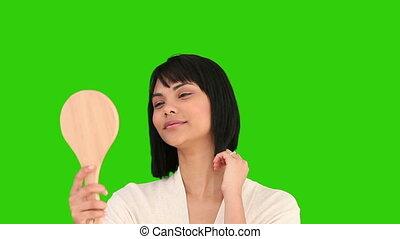 femme, elle, cheveux réparation, asiatique, tenue, miroir