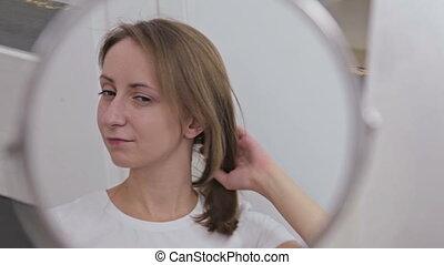 femme, elle, fixation, jeune, cheveux, joli