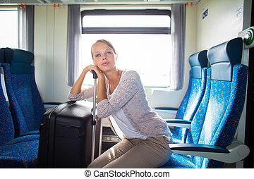 femme, elle, grand, jeune, train, voyager, joli, coffre