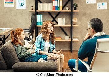 femme, elle, jeune, conversation, thérapeute, avoir, gentil